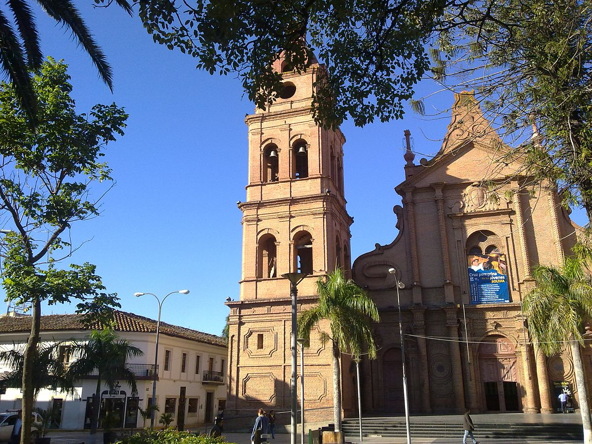 Wonderful City Church La #1: 1200px-Ma%C3%B1ana_Cruce%C3%B1a.jpg