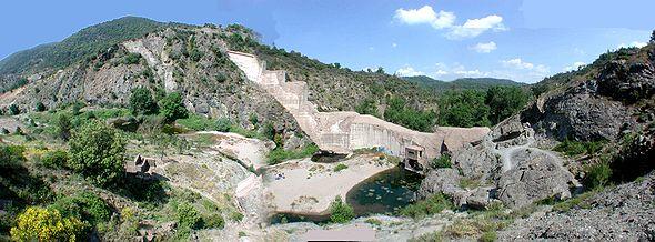 http://upload.wikimedia.org/wikipedia/commons/thumb/0/04/Malpasset_Barrage.jpg/590px-Malpasset_Barrage.jpg