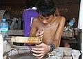 Mandalay-Jademarkt-20-Schleifer-gje.jpg