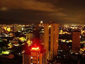 Maracay - Image: Maracay Nocturna