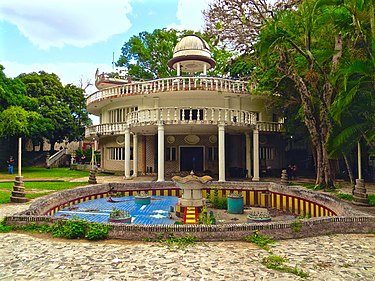 A house of Marcos Perez Jimenez that featured fountains, a pool, an elevator, an observatory and tunnels. Marcos Perez Jimenez house.jpg