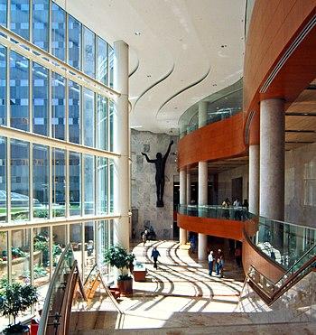 Atrium inside Mayo Clinic Gonda Building, Roch...