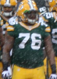 Mike Daniels American Football 76 Dec 2013.jpg