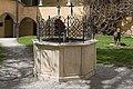 Millstatt Benediktinerstift Brunnen im Arkadenhof 2004201 2296.jpg