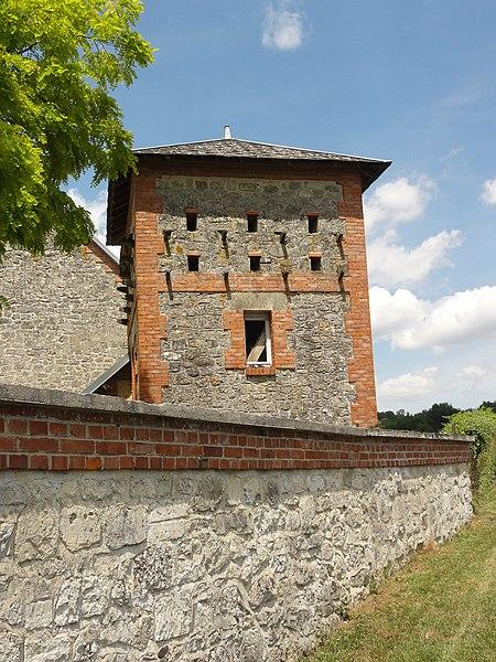 Monampteuil (Aisne) tour pigeonnier d'une ferme