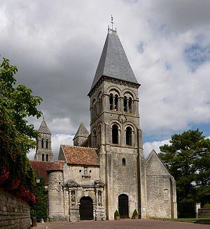 Quentin Durward (TV series) - Image: Morienval abbaye façade 2