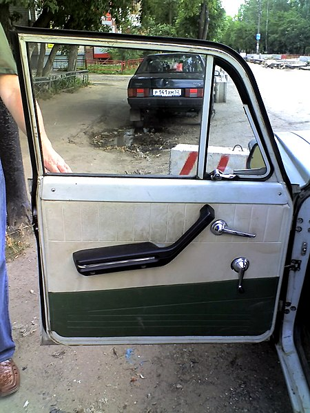 Файл:Moskvitch-408-door-panel.jpg