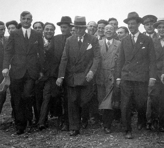 Бенито Муссолини посещает фабрики «Alfa Romeo»