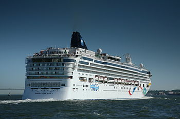 Cruise ship Norwegian Dawn leaving Ney York Ci...