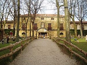 c0dfb7708ca Portal de belén a tamaño real que se representa en el patio del Palacio de  Narros (Zarauz
