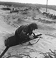 Ned. troepen bevrijden nederland, ze slapen in door duitse gebouwde bunkers Ko, Bestanddeelnr 934-9771.jpg