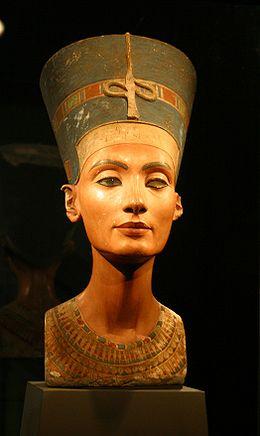 Busto de Nefertiti, conservado en el Museo egipcio de Berlín.