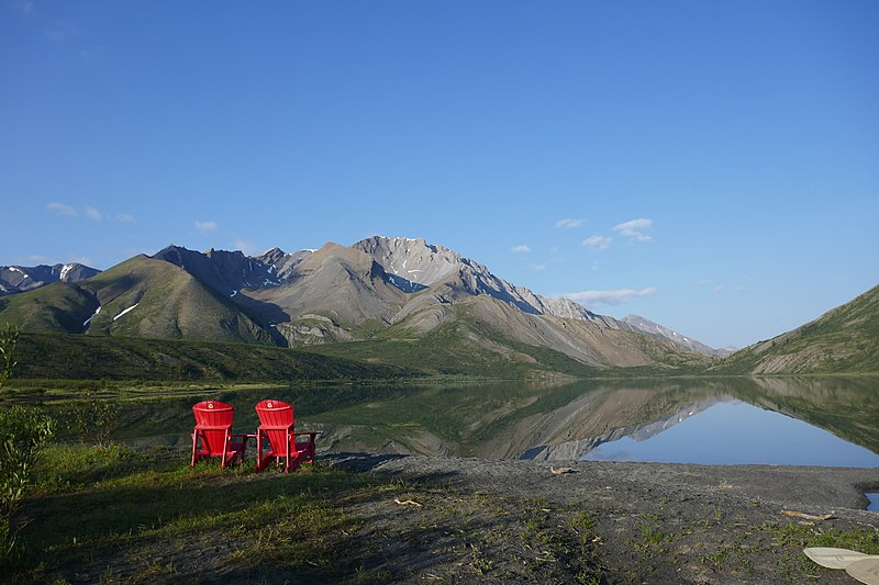 Nionep'ene Lake in Naats'ihch'oh National Park, place in Northwest Territories, Canada