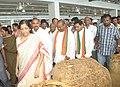 Nirmala Sitharaman along with the Minister for Agriculture Food Processing, Marketing and Warehousing of Andhra Pradesh, Shri Prathipati Pulla Rao at Pernamitta Tobacco Platform, in Ongole, Andhra Pradesh.jpg