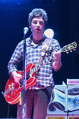 Noel Gallagher playing Champagne Supernova.jpg