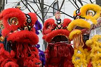 Nouvel an chinois 2015 Paris 13 danse du lion cropped.jpg