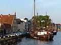 Old ship harbor, Leiden (9037032732).jpg