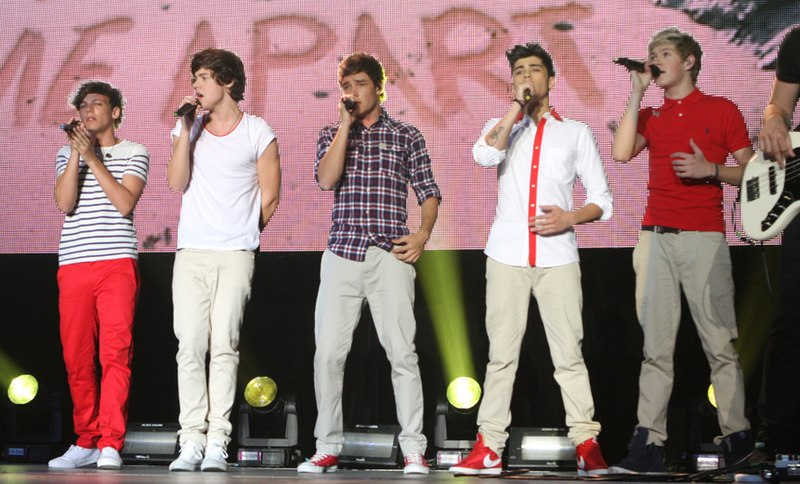 پرونده:One Direction 2012.jpg