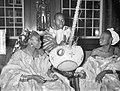 Ontvangst Afrikaanse dansers op stadhuis, Bestanddeelnr 912-8396.jpg