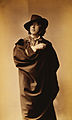Oscar Wilde by Napoleon Sarony, with hat and cape, 1882.jpg