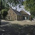 Overzicht voorgevel en rechter zijgevel - Hoogkerk - 20375513 - RCE.jpg