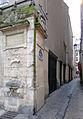 P1290308 Paris IV rue de Venise fontaine Maubuee rwk.jpg