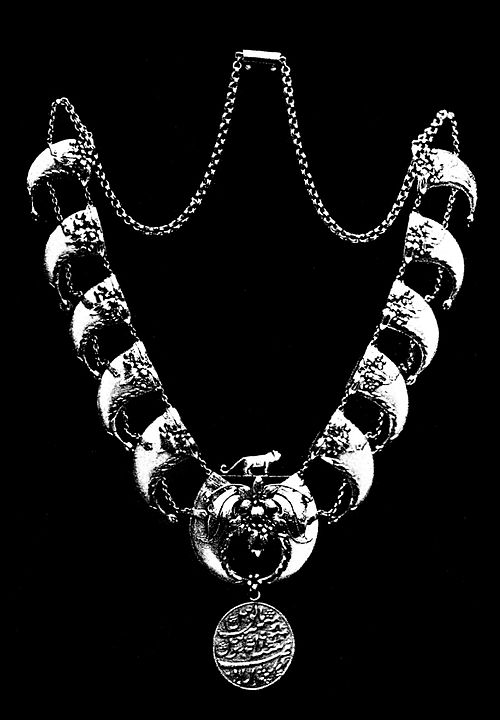 PSM V40 D058 Neklace of tiger claws.jpg