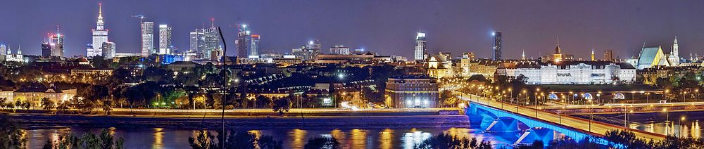 Panorama of Warsaw by night.jpg