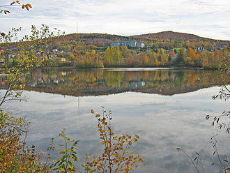 Mont Bellevue - View of Mounts Bellevue and John-S.-Bourque from across the Magog River
