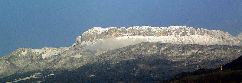 http://upload.wikimedia.org/wikipedia/commons/thumb/0/04/Parmelan-4.jpg/800px-Parmelan-4.jpg