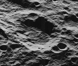 Pawsey (crater) - Oblique view from Lunar Orbiter 5, facing west