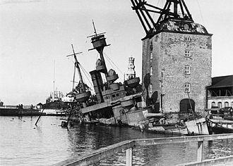 Mastekranen - Image: Peder Skram sunken in Copenhagen 29 August 1943