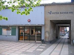 Peter Bangs Vej station - Image: Peter Bangs Vej Station 1