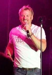 Phil Vassar at Merced County Fair 2007.jpg