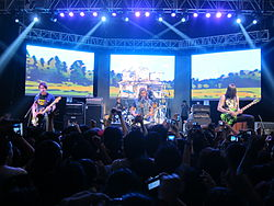 Pierce the Veil bei einem Auftritt im Februar 2013 im SM North City Skydome EDSA in Quezon City auf den Philippinen.