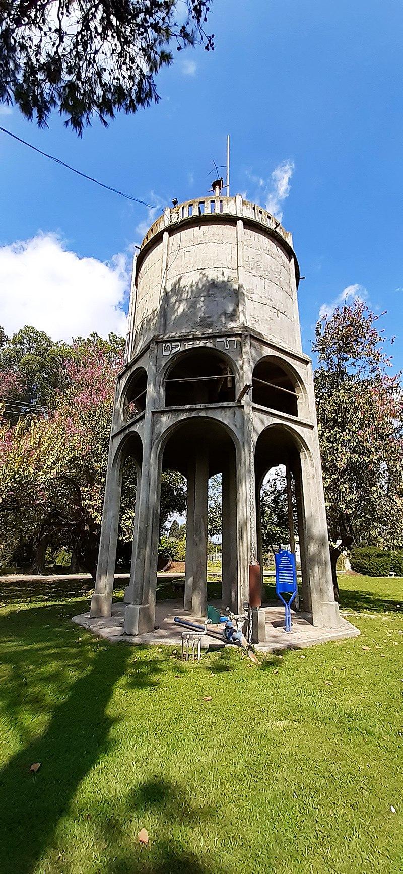 מגדל המים בכפר יהושוע