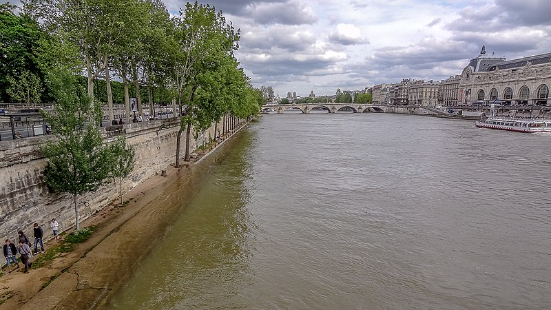File:Pont Royal and Quai des Tuileries, Paris 8 May 2013.jpg