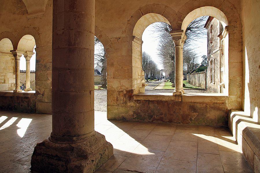 Narthex de l'abbatiale de Pontigny
