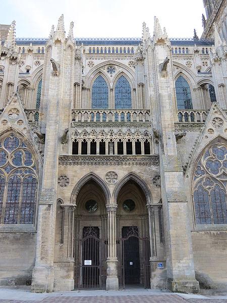 Bon Jeudi 450px-Portail_lat%C3%A9ral_sud_nef_cath%C3%A9drale_Bayeux