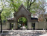 Portal Friedhof Friedenau.jpg