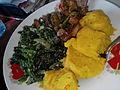 Poulet frit, légumes et foufou banane (Plat Centrafricain).jpg