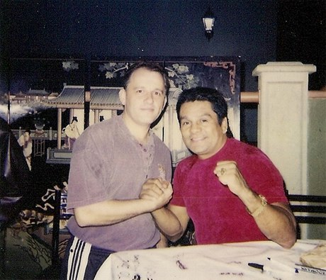 Roberto Duran (right) appeared in a book by Prvoslav Vujcic (left) Prvoslav Vujcic and Roberto Duran.jpg