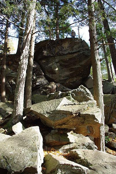 File:Purgatory chasm tall rock 1.jpg