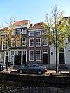 foto van Pand van drie vensterassen, parterre met twee verdiepingen en dwars schilddak