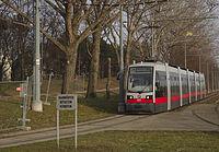 Rapida tramvojo antaŭ Rothneusiedl.jpg