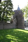 foto van Rattentoren, ronde bakstenen muurtoren