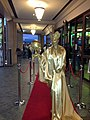 Red Carpet Gold Bodypaint (8252333604).jpg