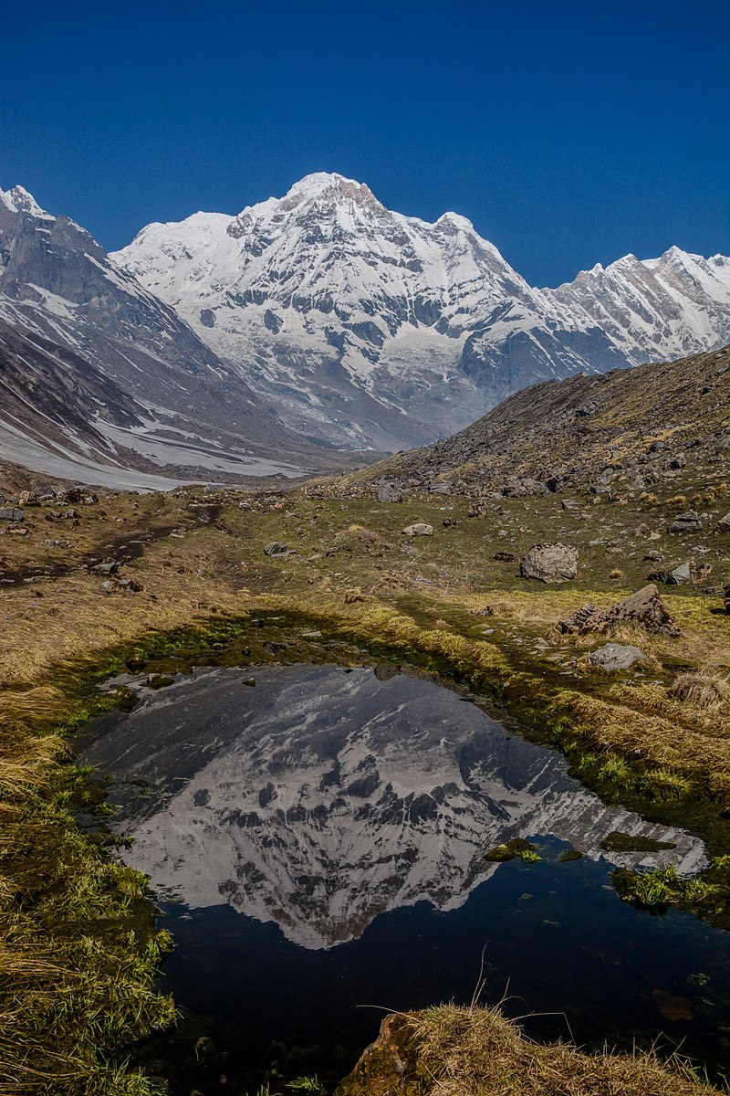 800px Reflection of Annapurna I