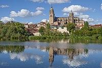 Reflejos de la Catedrales de Salamanca.jpg