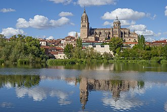 The New Cathedral from the Tormes river Reflejos de la Catedrales de Salamanca.jpg